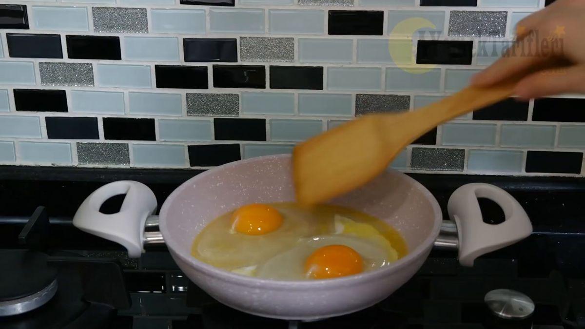 Tavada Haşlanmış Yumurta Tarifi Videosu