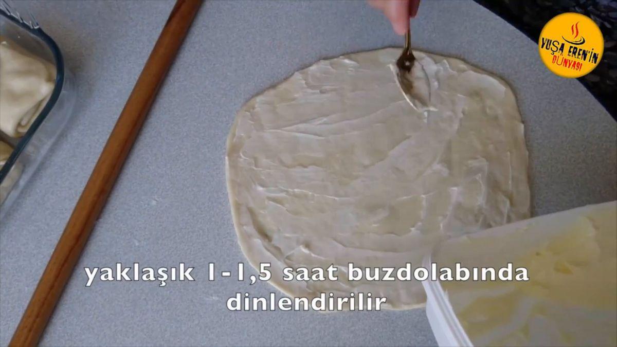 Milföy Hamurundan Peynirli Ay Böreği Tarifi
