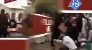 Very funny Indian women street fight on the road. - Video Dailymotion