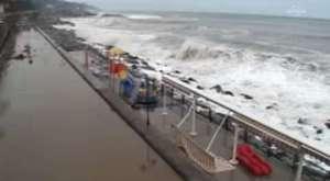 Karadeniz Trabzon Sahilini dövdü