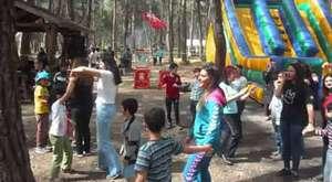 ÜÇKUYU KÖYÜ Gençler i oynarken