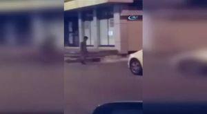 Evine giren hırsızı bıçakladı