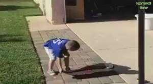 İki Küçük Çocuk Kavgaediyorlar Acısı Sonradan Geliyor