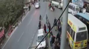 Taksim metrosunda ezilme tehlikesi geçirdi