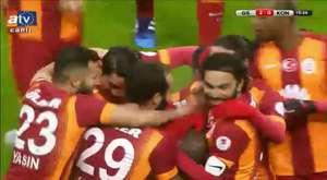 Felipe Melo Sneijder'in Kulağını Isırıyor