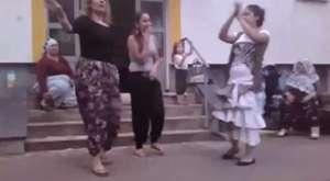 Dans için yanlış etek seçimi - Dailymotion video