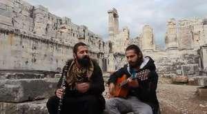 Mutlu Ol Yeter - Jenerik müziği (Bir Adam ve Bir Adam Etti Sana İki Adam)