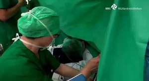 Anne Karnındaki Bebeği Kendi Elleriyle Çıkardı (Sezaryen Ameliyat)