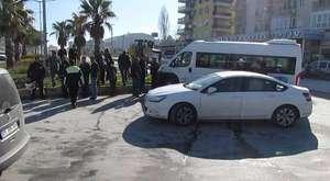 Kuşadası'nda Öğrenci Minibüsü ile Özel Araç Çarpıştı..