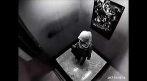 Rus Kızı Kolbastı Oynuyor