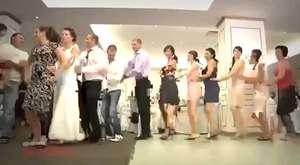İlginç düğün dansı - Penguen Dansı