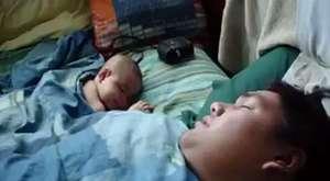 babasının horlamasından korkan bebek