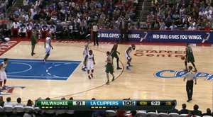 Jamal Crawford's AMAZING alley-oop to Blake Griffin!