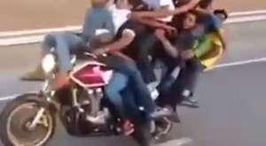Motorsiklete binme rekoru diye buna denir