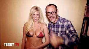 Kate Upton Dances The Cat Daddy in a Bikini