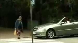 Yaşlı Teyzenin Trafik Canavarından İntikamı :D