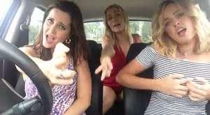 Arabada Bohemian Rhapsody Klibi Çeken Kızlar