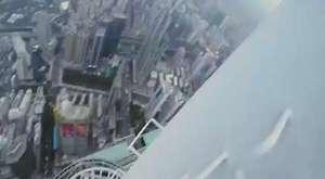 Kulenin Zirvesinde Çılgın Selfie