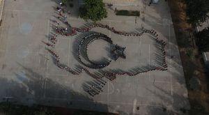 Öğrenciler Türkiye Haritası ve Bayrağı Oluşturdu
