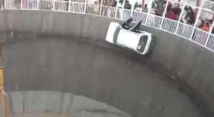 Hindistan'da İnanılmaz Araba Şovu!