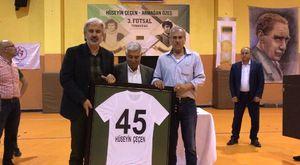 CHP Manisa Milletvekili Özgür Özel, Akhisar Esnaf Kefalet Kooperatifi seçimlerinde protesto edildi