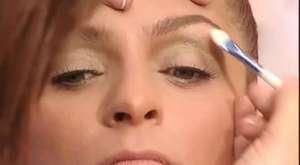 Üçgen yüz şekline göre makyaj tekniği
