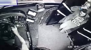 3 kişinin hayatını kaybettiği yangın kamerada