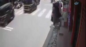 Yaşlı adamın ağır yaralandığı kaza güvenlik kamerasında