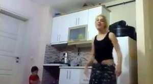 Doğuştan Engelli Kızın Muhteşem Dansı
