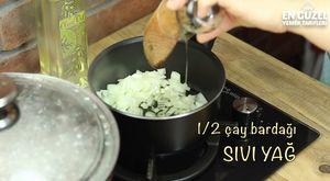 Hazır Yufkadan Yapılmış Patlıcanlı Börek