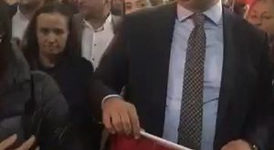 Şişli Belediyesi 29 Ekim Cumhuriyet Bayramı münasebetiyle hazırladığı Cumhuriyet filmiyle sosyal medyayı salladı. Cumhuriyet filmi izleyenlerden tam not aldı.