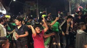 Akhisar'da Gelin ve Damat düğün çıkışı demokrasi nöbetlerine katıldı
