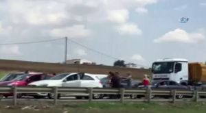 Lüks otomobilli trafik magandaları kamerada
